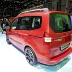 Roter Ford Tourneo Courier auf der Genfer Automesse 2013