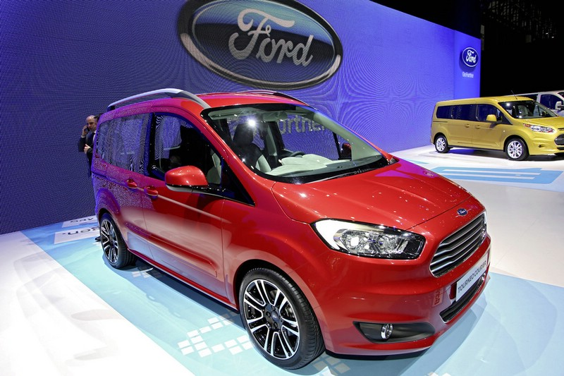 Ford Tourneo Courier in rot auf dem Genfer Auto-Salon 2013