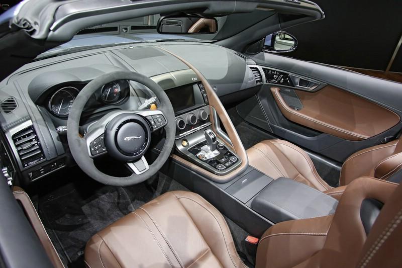 Das Cockpit des Jaguar Sportwagen F-Type