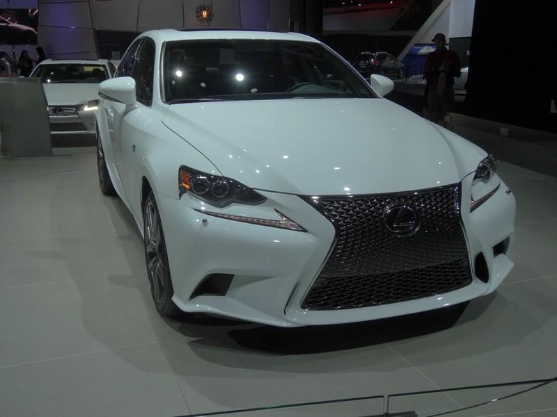 Lexus IS 250 F-Sport auf der New Yorker Auto Show 2013