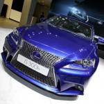 Der Kühlergrill des Lexus IS 300h