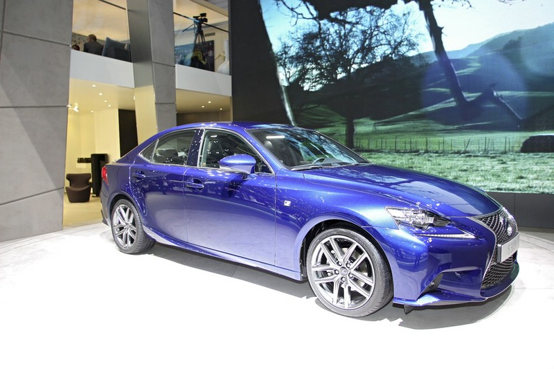 Lexus IS 300h auf Autosalon Genf 2013