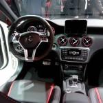 Das Cockpit des neuen Mercedes-Benz A45 AMG
