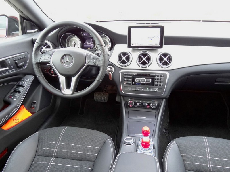 Armaturenbrett mercedes  Galerie: Mercedes-Benz CLA 250 Armaturenbrett | Bilder und Fotos
