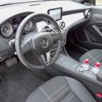 Der Innenraum des Mercedes-Benz CLA 250 Mittelkonsole, Sitze, Lenkrad