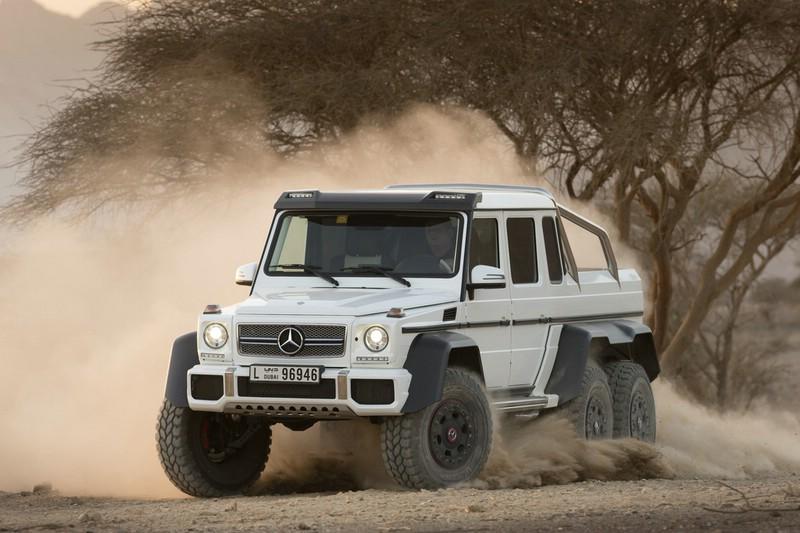 Mercedes-Benz G 63 AMG 6x6 in weiss in der Frontansicht