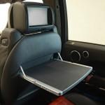 Range Rover vom Tuner Startech mit Display für Fondpassagiere