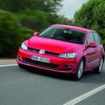 Roter Volkswagen Golf siebte Generation