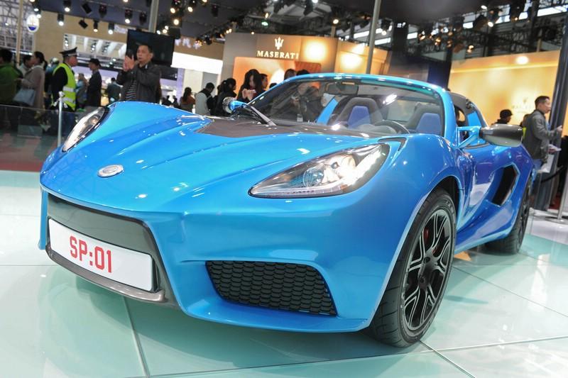 Detroit Electric SP 01 in Blau fährt rein elektrisch