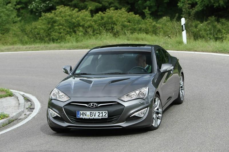 2013 Hyundai Genesis Coupé in der Frontansicht