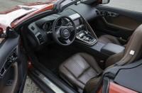 Der Innenraum des Jaguar F-Type S mit Ledersitzen