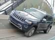 2013er Jeep Grand Cherokee in Blau (Kühlergrill, Front)