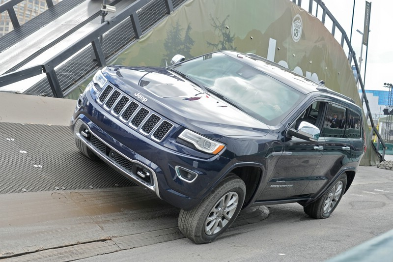 2013er Jeep Grand Cherokee in Blau (Kühlergrill, Front)