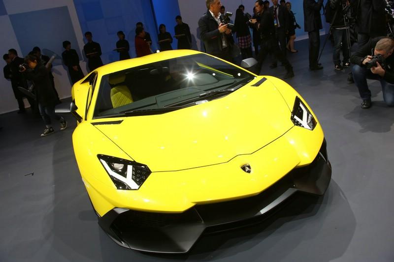 """Gelber Lamborghini Aventador LP 720-4 """"50° Anniversario in der Frontansicht"""