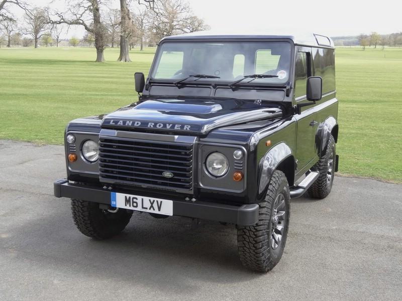 Die Frontpartie des Land Rover Defender LXV