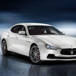 Maserati Ghibli in weiss in der Frontansicht