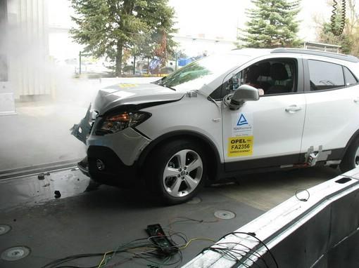 Opel Mokka Crashtest mit dem neuen Kältemittel