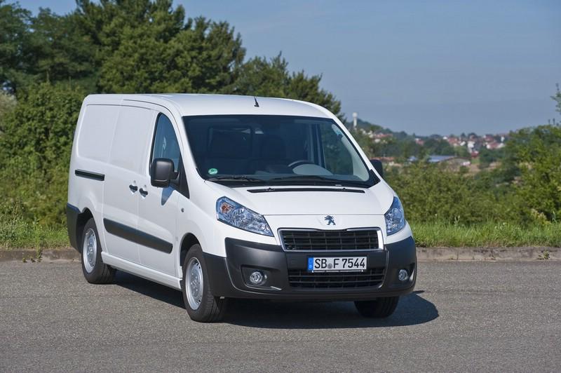 weißer Peugeot Expert als Kastenwagen