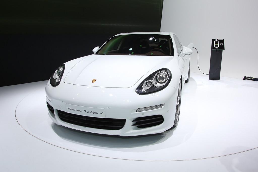 Porsche Panamera S E-Hybrid auf der Auto Shanghai 2013