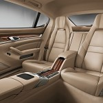Die hinteren Sitze der Luxuslimousine Porsche Panamera Turbo Executive