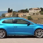 2013er Seat Leon SC in blau in der Seitenansicht