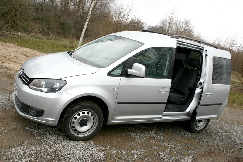 Silberner VW Caddy 2.0 TDI 4Motion DSG 2013er