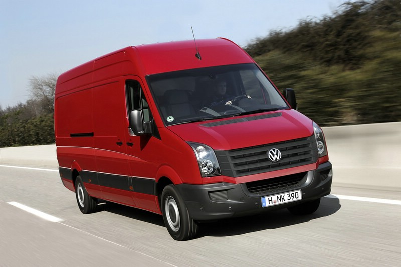 VW Crafter in rot in der Frontansicht