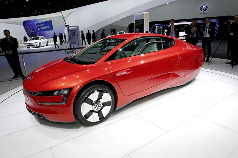 Der neue XL1 von Volkswagen auf einer Automobilmesse