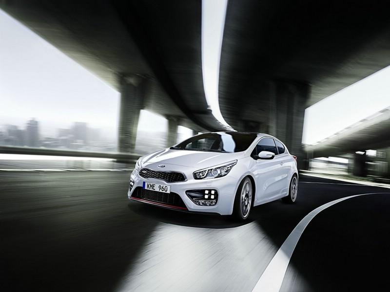 weisser Kia Pro Ceed GT in der Frontansicht