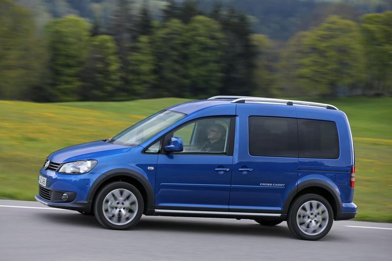 Die Seitenpartie des VW Cross Caddy