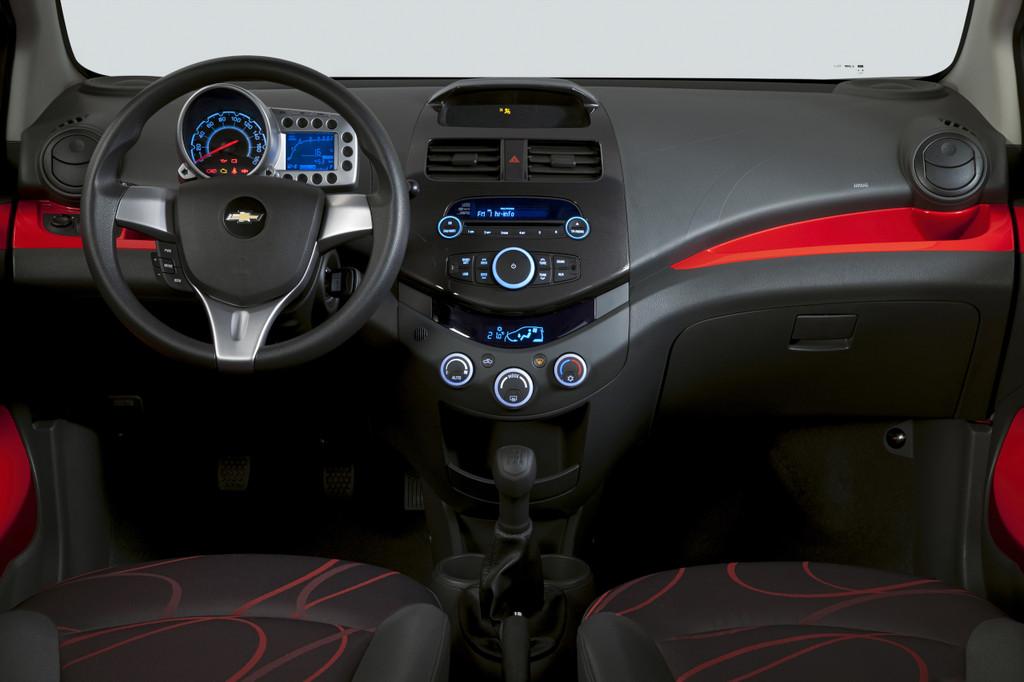 http://www.autosmotor.de/wp-content/uploads/2013/05/Chevrolet-Spark-1.2-LT-Interieur.jpg
