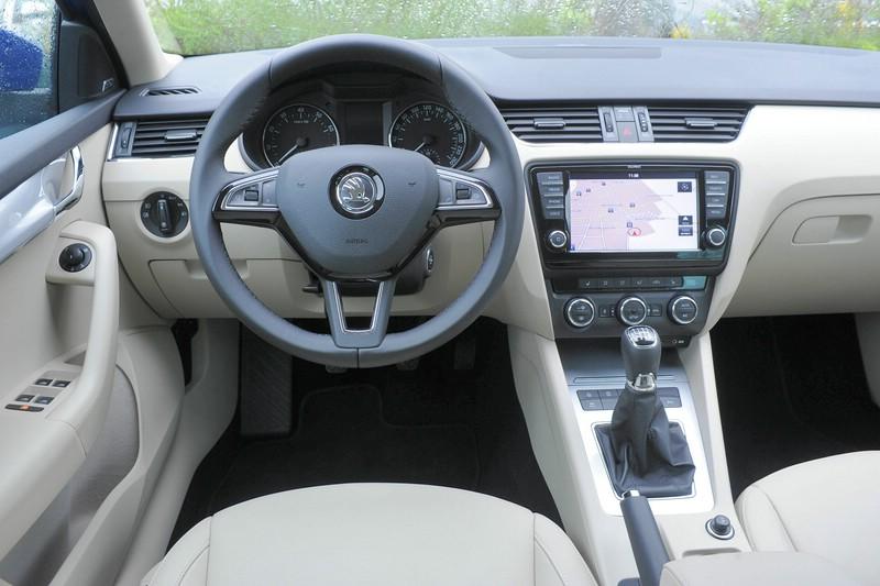 Das Cockpit des 2013 er Skoda Octavia Combi