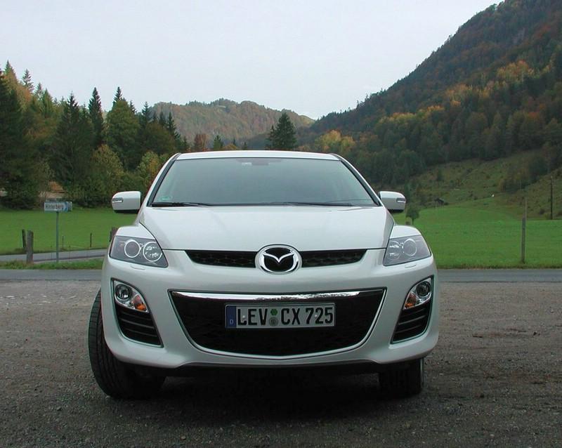 2009er Mazda CX-7 in der Frontansicht