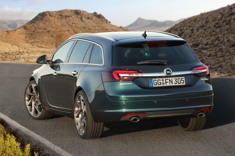 Die Heckpartie des Opel Insignia Sports Tourer Facelift 2014