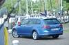 Blauer Volkswagen Golf Variant TSI Blue Motion Modellgeneration 2013