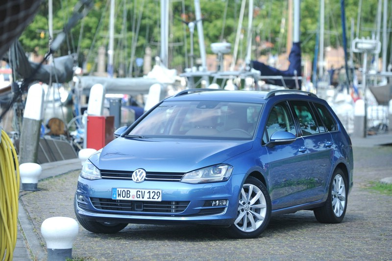 Volkswagen Golf Variant TSI Blue Motion in Blau 2013