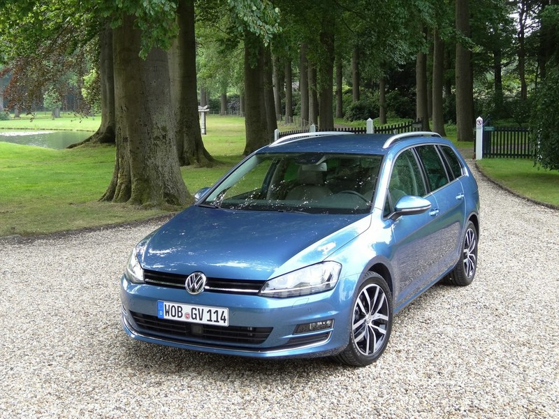 2013er Volkswagen Golf Variant in Blau
