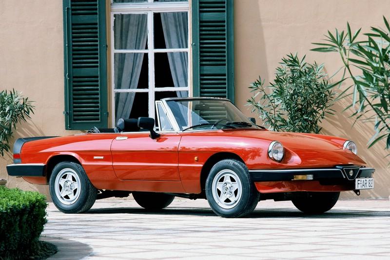 Alfa Romeo Spider in rot aus den 1980er Jahren