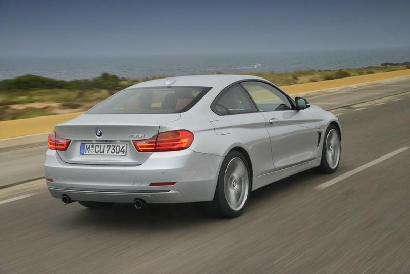 Das neue BMW 4er Coupe als 435i in silber