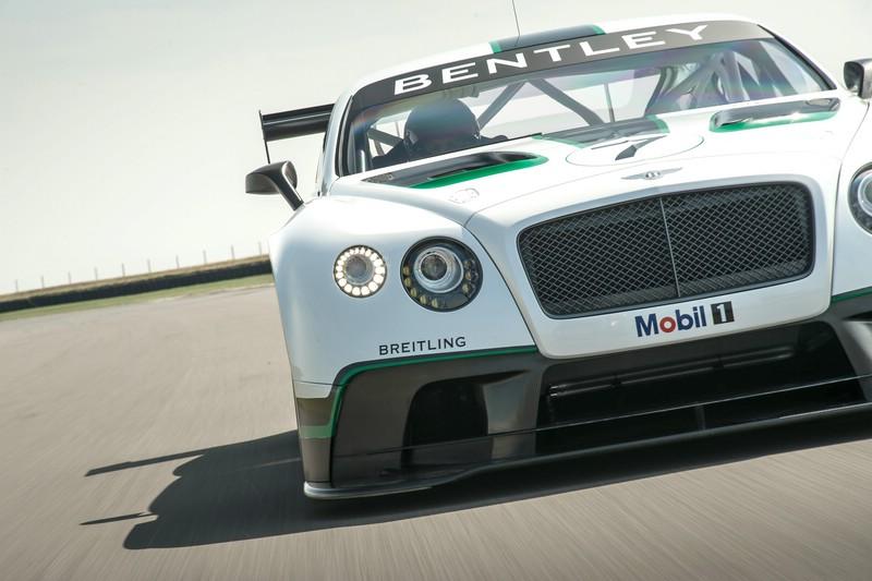 Bentley Continental GT3 auf der Rennstrecke