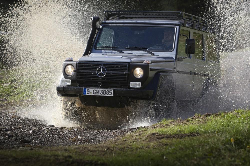 Das G-Modell von Mercedes im Wasser