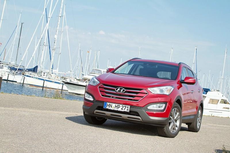 Roter Hyundai Santa Fe 2.0 CRDi mit 150 PS