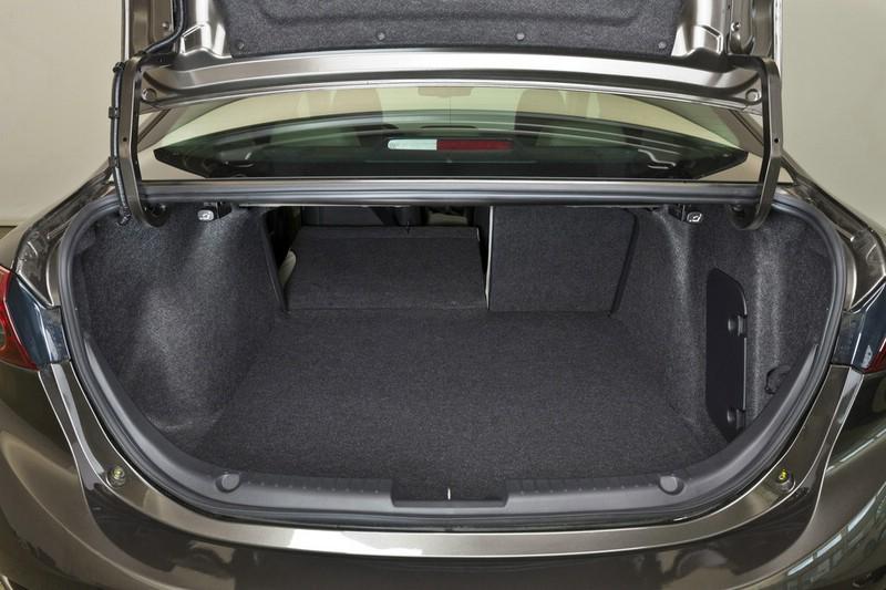 Mazda Limousine Kofferraum