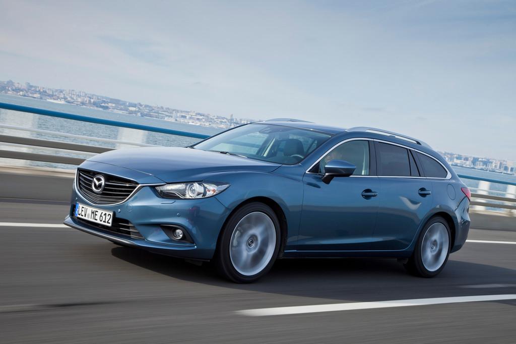 Blauer Mazda6 Kombi Baujahr 2013 in der Seitenansicht