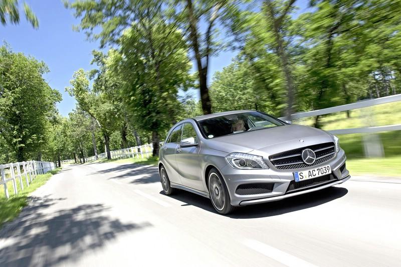 Mercedes A-Klasse 200 in silber in der Frontansicht