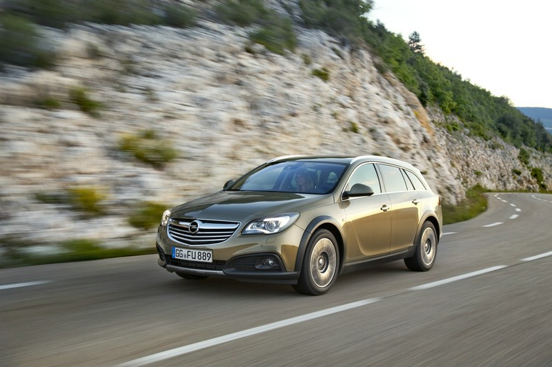 Erste Bilder des Opel Insignia Country Tourer