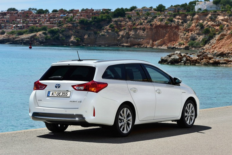 2013er Toyota Auris Touring Sports (Kombi) in der Heckansicht