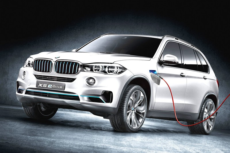 Die Front und Seitenpartie des BMW Concept X5 eDrive