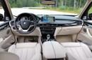Mittelkonsole, Ledersitze und Cockpit des BMW X5 xDrive 30d