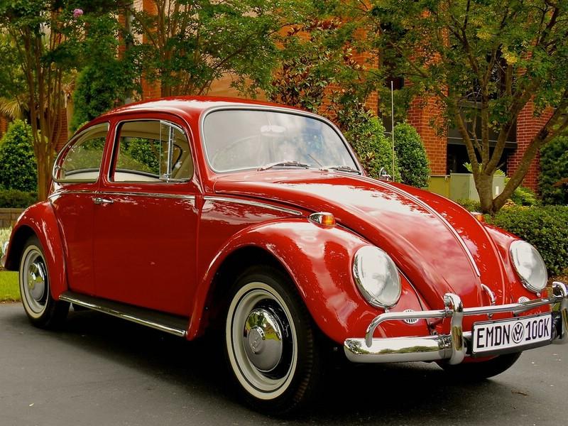 VW Käfer in rot aus Baujahr 1966